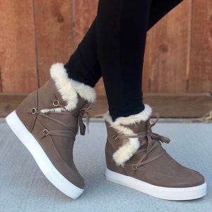 Stylish Lace Up Fur Wedge Sneakers